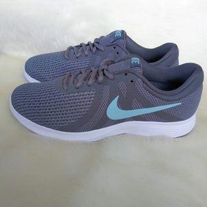 Nike Revolution Womens Wide Sneakers